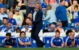 LONDON, ENGLAND - AUGUST 08:  Jose Mourinho Manager of Chelsea gestures during the Barclays Premier League match between Chelsea and Swansea City at Stamford Bridge on August 8, 2015 in London, England.  (Photo by Mike Hewitt/Getty Images)