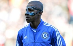 Ramires awaits the start of the Fulham match