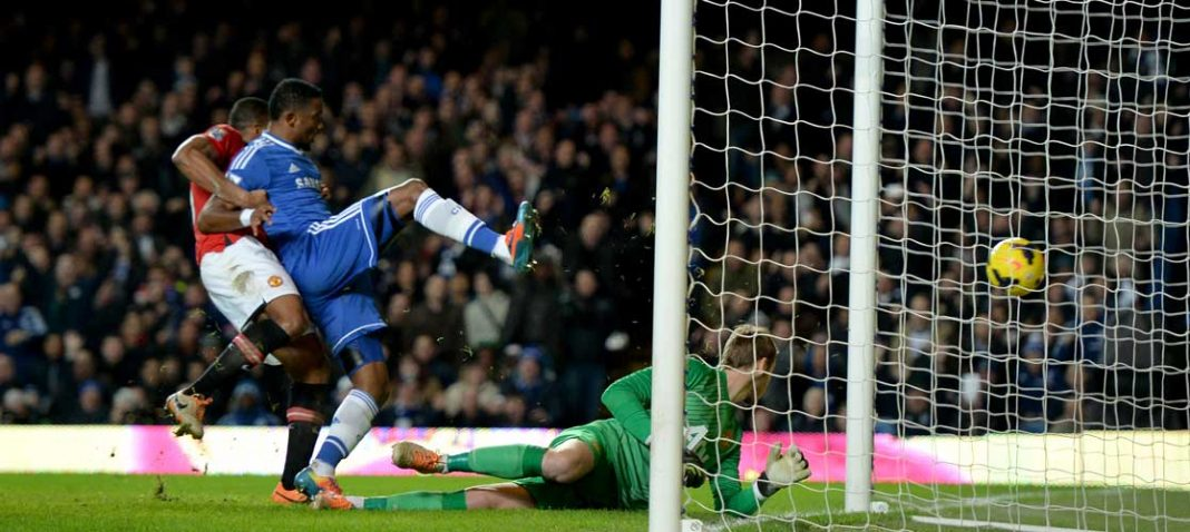 Eto'o scores against Manchester United