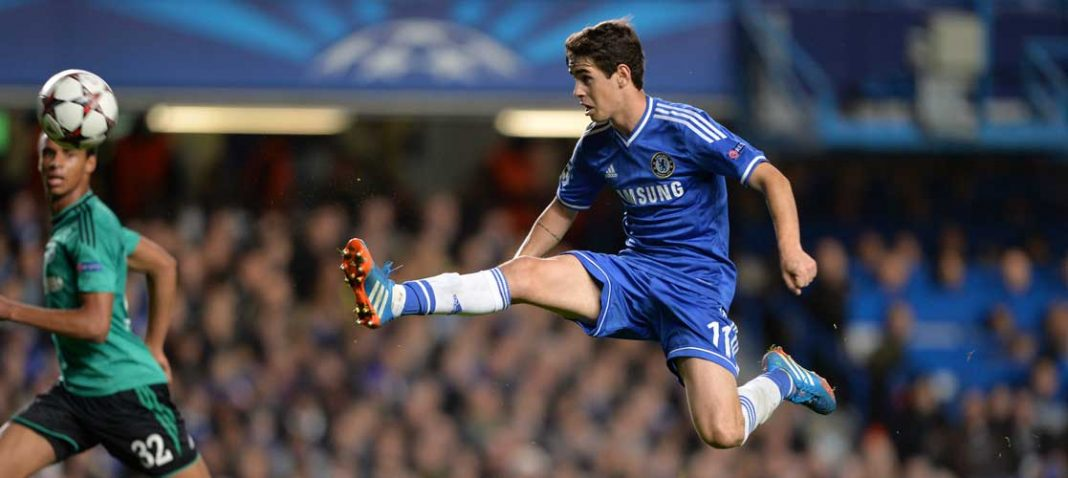 Oscar in action against FC Schalke 04